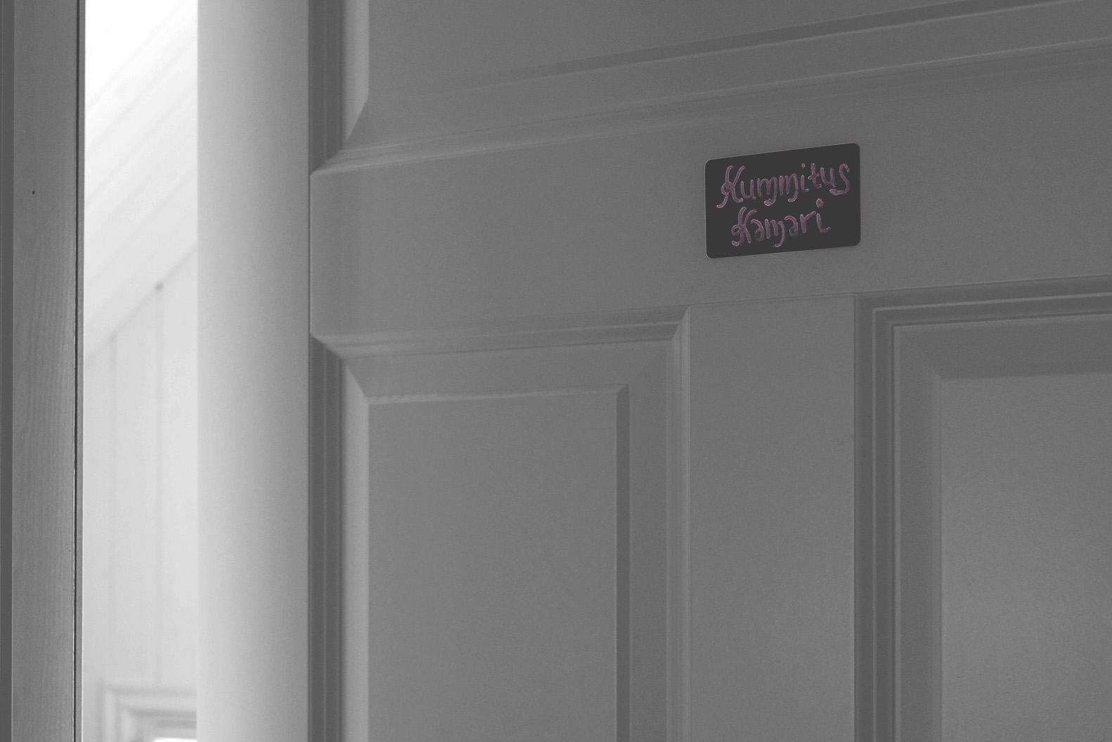 Kummituskamarin ovi