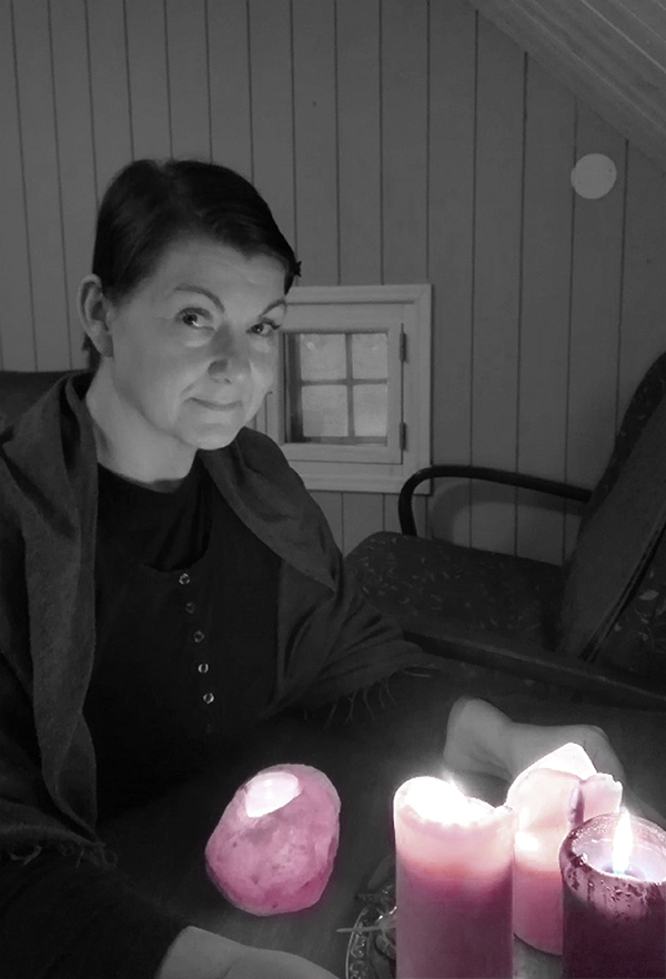 Ritan Joogaamo: Rita kynttilöiden äärellä